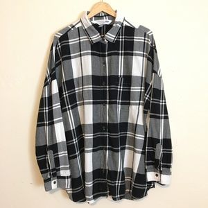 Old Navy | Black Boyfriend Button Up Plaid Flannel